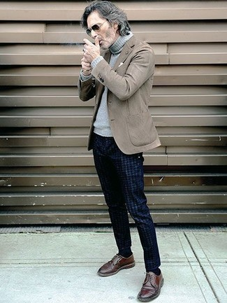Men's Looks & Outfits: What To Wear In Spring: For a casually refined getup, reach for a brown blazer and navy houndstooth chinos — these pieces work beautifully together. Why not add a pair of brown leather derby shoes to the mix for a sense of class? An amazing example of transitional style, this look is perfect come spring.