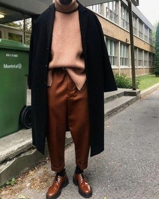 How to Wear a Pink Turtleneck For Men: This casual pairing of a pink turtleneck and tobacco chinos is a never-failing option when you need to look laid-back and cool but have zero time. You could go down a more classic route on the shoe front by slipping into tobacco leather derby shoes.