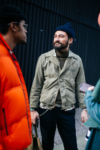 How to wear: navy beanie, black chinos, olive turtleneck, olive shirt jacket
