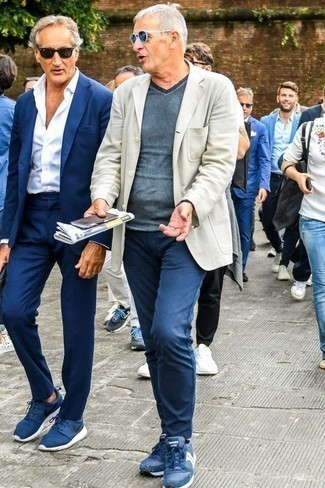 How to Wear a Beige Blazer For Men: Marrying a beige blazer with navy chinos is an awesome idea for an effortlessly smart look. Navy athletic shoes are guaranteed to give a sense of stylish nonchalance to this getup.