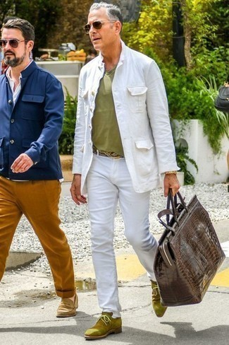 How to Wear a Gold Watch For Men: Swing into something relaxed casual yet modern with a white shirt jacket and a gold watch. If you want to immediately polish off this look with shoes, why not complement your look with olive suede desert boots?