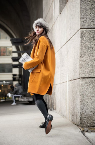 How to Wear a Fur Hat For Women: A mustard coat and a fur hat are a good combo that will easily take you throughout the day and into the night. Jazz up your look by slipping into black leather oxford shoes.