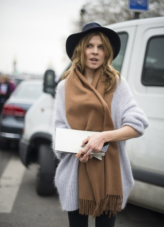 How to Wear a Tan Scarf In Warm Weather For Women: A grey mohair oversized sweater and a tan scarf are a wonderful look to have in your casual styling routine.