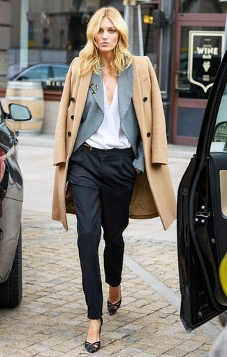 A camel coat and black dress pants work together harmoniously. Look at how well this ensemble is finished off with black lace pumps. This look is a pretty savvy choice, especially for fall, when the temperature is dropping.