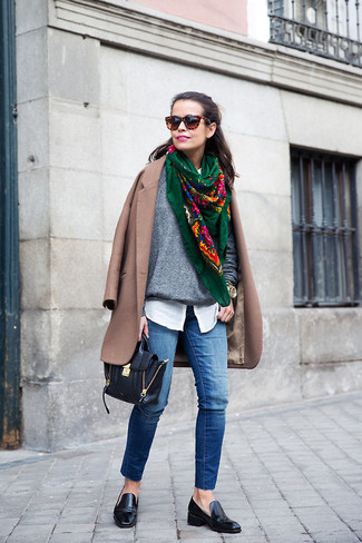 A big yes to this pairing of a brown coat and sunglasses! Round off with black leather loafers and off you go looking gorgeous. Clearly, an ensemble like this will keep you warm and stylish during the fall.