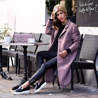 A light violet coat and black leather skinny jeans feel perfectly suited for weekend activities of all kinds. For something more on the daring side to finish off this getup, choose a pair of black leather slip-on sneakers. This outfit is a pretty savvy pick, especially for autumn, when the temperature is dropping.
