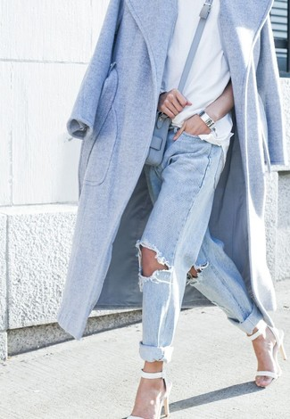 This look demonstrates it pays to invest in such pieces as a baby blue coat and a bag. Complement this look with white heeled sandals. So if you're on the lookout for an ensemble that's stylish but also totally spring_friendly, look no further.