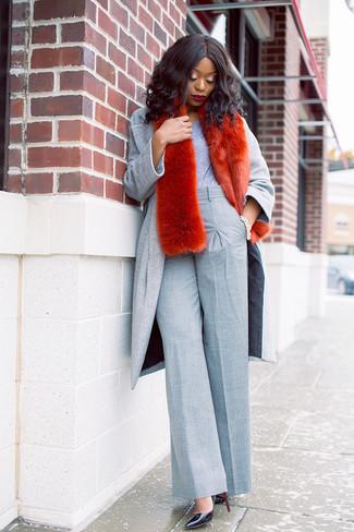 How to wear: grey coat, grey crew-neck t-shirt, grey wide leg pants, black leather pumps