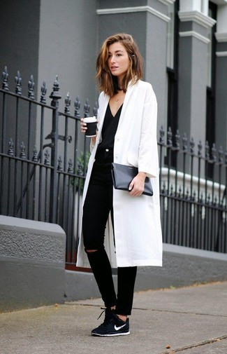 Pair a white coat with black ripped slim jeans and you'll look like a total babe. Black low top sneakers are the right shoes here to get you noticed.