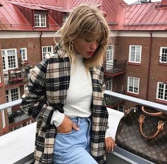 How to wear: beige plaid coat, white turtleneck, light blue boyfriend jeans, dark brown print leather tote bag