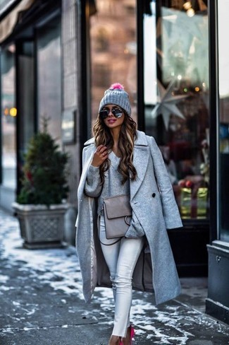 You'll be amazed at how easy it is to put together this outfit. Just a grey coat matched with a grey beanie. A pair of hot pink suede pumps will integrate smoothly within a variety of outfits. This combo is absolutely great to welcome the springtime.