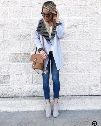 How to wear: light blue coat, white v-neck t-shirt, blue ripped skinny jeans, grey suede ankle boots