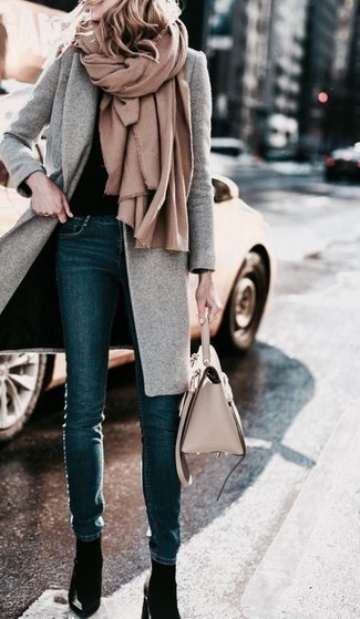 How to wear: navy skinny jeans, black crew-neck sweater, grey coat, tan shawl