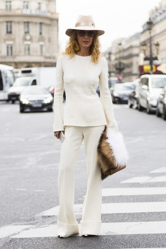 How to wear: white crew-neck sweater, white flare pants, silver leather pumps, brown leather clutch
