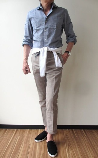 How to wear: white crew-neck sweater, grey chambray long sleeve shirt, beige dress pants, black suede slip-on sneakers