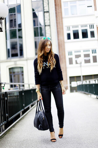 Rock a black print crew-neck pullover with sunglasses for an easy to wear look. A cool pair of black suede heeled sandals is an easy way to upgrade your look. As days are getting cooler, you'll see that an ensemble like this is perfect for this time.