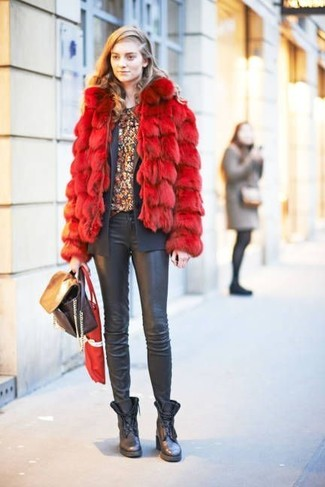 How to wear: black leather skinny jeans, burgundy floral crew-neck t-shirt, charcoal blazer, red fur jacket