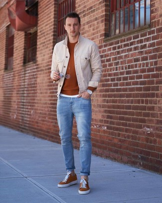 How to wear: light blue jeans, white crew-neck t-shirt, tobacco crew-neck sweater, beige denim jacket