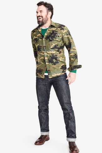 How to wear: charcoal jeans, white crew-neck t-shirt, green crew-neck sweater, olive camouflage shirt jacket