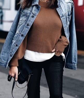 How to wear: black skinny jeans, white crew-neck t-shirt, brown cropped sweater, blue denim jacket