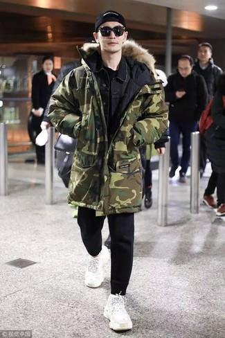 How to wear: black sweatpants, black crew-neck t-shirt, black denim jacket, olive camouflage parka