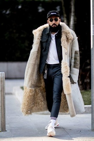 How to wear: black dress pants, white crew-neck t-shirt, black denim jacket, beige shearling coat