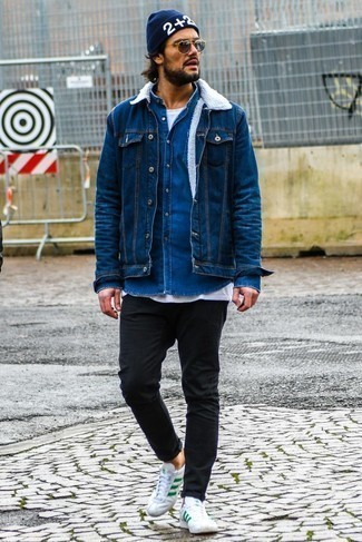 How to Wear a Navy Print Beanie For Men: This casual street style combination of a blue denim jacket and a navy print beanie is very easy to put together in seconds time, helping you look sharp and ready for anything without spending too much time searching through your closet. Puzzled as to how to finish your look? Wear a pair of white and green leather low top sneakers to ramp it up.