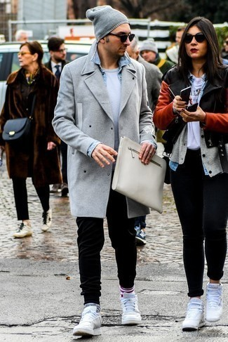 How to Wear Black Sweatpants For Men: Why not choose a grey overcoat and black sweatpants? As well as totally comfortable, both pieces look great when paired together. Wondering how to finish? Grab a pair of white leather low top sneakers to mix things up a bit.