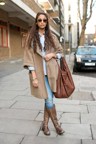 How to wear: light blue skinny jeans, white crew-neck t-shirt, light blue dress shirt, beige shearling coat