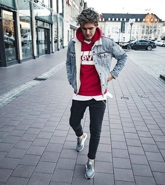 How to wear: black skinny jeans, white crew-neck t-shirt, red and white print hoodie, light blue denim jacket