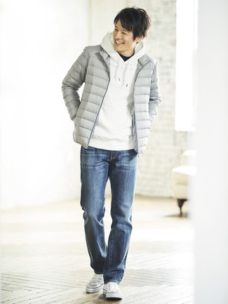 How to wear: blue jeans, black crew-neck t-shirt, white hoodie, grey puffer jacket