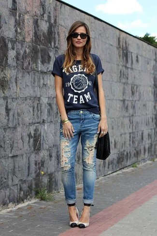 How to wear: navy print crew-neck t-shirt, blue ripped jeans, white and black leather pumps, black suede crossbody bag