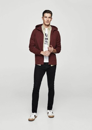 How to wear: black skinny jeans, white and black print crew-neck t-shirt, beige long sleeve shirt, burgundy hoodie