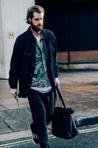 How to wear: black sweatpants, white crew-neck t-shirt, olive camouflage shirt jacket, navy denim shirt jacket