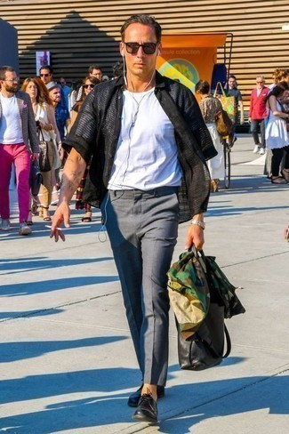 Men's Looks & Outfits: What To Wear In 2020: Who said you can't make a stylish statement with a laid-back getup? Draw the attention in an olive camouflage shirt jacket and grey chinos. To add some extra fanciness to this outfit, throw a pair of black leather derby shoes in the mix.
