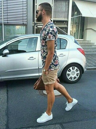 How to wear: navy floral crew-neck t-shirt, tan shorts, white low top sneakers, dark brown leather tote bag