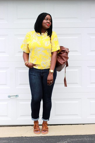 How to wear: yellow floral crew-neck t-shirt, navy skinny jeans, orange leather flat sandals, brown leather backpack