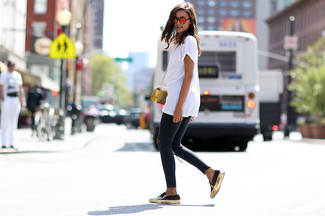 A white crew-neck tee and dark grey ripped skinny jeans are perfect for both running errands and a night out. A pair of black leather slip-on sneakers will seamlessly integrate within a variety of outfits.