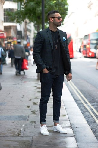 How to wear: navy skinny jeans, black crew-neck t-shirt, black waistcoat, navy and green plaid blazer