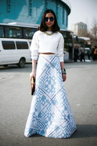 How To Wear a White Cropped Sweater With a White Maxi Skirt ...