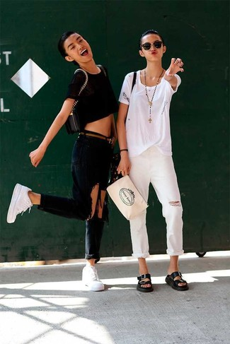 How to wear white crop jeans