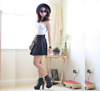 If you feel more confident in comfy clothes, you'll love this chic combination of a white cropped top and sunglasses. Add a glam twist to your look with black embellished leather lace-up ankle boots. This combination isn't a hard one to achieve and it's summer-appropriate, which is more important when it's super hot outside.