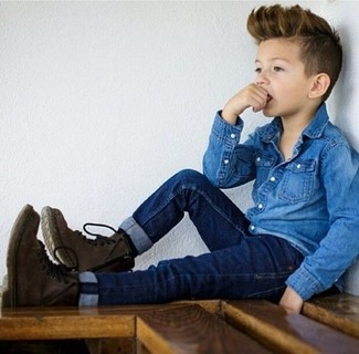 How to wear: dark brown boots, navy jeans, blue denim long sleeve shirt