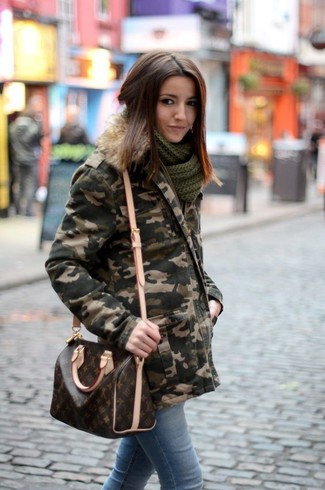 How to Wear a Dark Green Camouflage Parka For Women: This relaxed casual combination of a dark green camouflage parka and light blue skinny jeans is extremely easy to put together without a second thought, helping you look awesome and ready for anything without spending a ton of time going through your wardrobe.