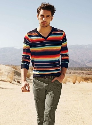 How To Wear a V neck Sweater With Cargo Pants Casually (4