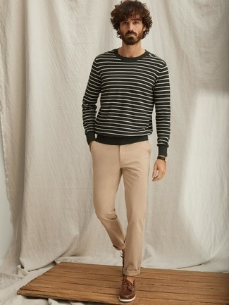 How to Wear Dark Brown Leather Boat Shoes: A dark green horizontal striped crew-neck sweater and khaki chinos are the kind of a tested casual ensemble that you so terribly need when you have no extra time to plan out an ensemble. Our favorite of a countless number of ways to complete this look is dark brown leather boat shoes.
