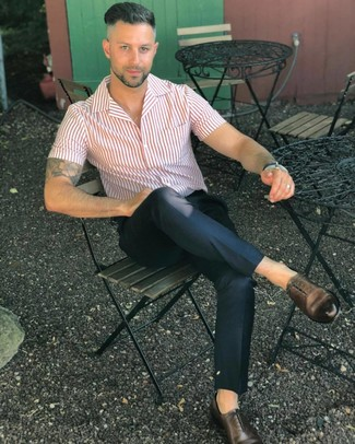 How to wear: dark brown leather oxford shoes, black chinos, white and red vertical striped short sleeve shirt
