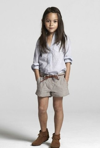 How to Wear Brown Uggs For Girls: This combo of a light blue long sleeve shirt and grey shorts is both a functional and fashionable choice for your kid. As far as footwear is concerned, let your little one throw in a pair of brown uggs.