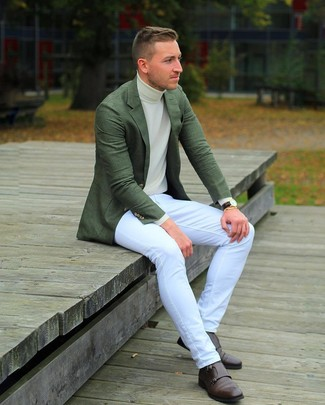 How to wear: dark green blazer, beige turtleneck, white jeans, dark brown leather double monks