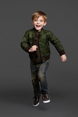 How to wear: dark green bomber jacket, dark brown sweater, navy jeans, dark brown sneakers
